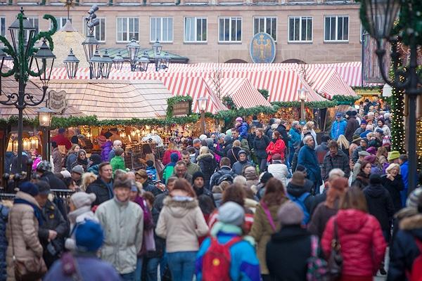Weihnachtszeit ist Shoppingzeit - auch auf den Weihnachtsmärkten wie hier beim Christkindlesmarkt in Nürnberg. Foto: News5