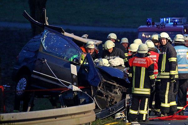 Eine Tote und sieben Verletzte (5 Kinder) bei Frontalzusammenstoss