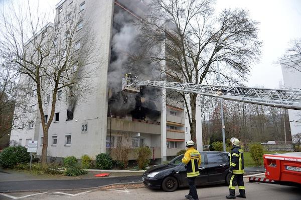 Brand in Schorndorf: Bei dem Feuer in dem achtgeschossigen Wohnhaus starb eine 65 Jahre alte Frau. Foto:  SDMG / Sven Friebe