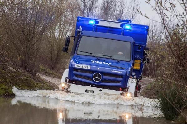 Spende-Daimler-THW-groß- 09-12-2014
