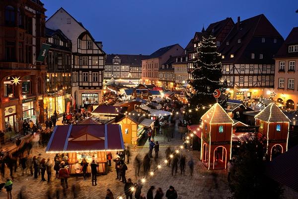Symbolfoto: Festliche Stimmung auf dem Weihnachtsmarkt in Quedlinburg. Foto: Holger Mücke