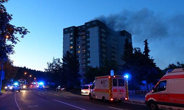 Vollalarm bei Hochhausbrand. Foto: Feuerwehr