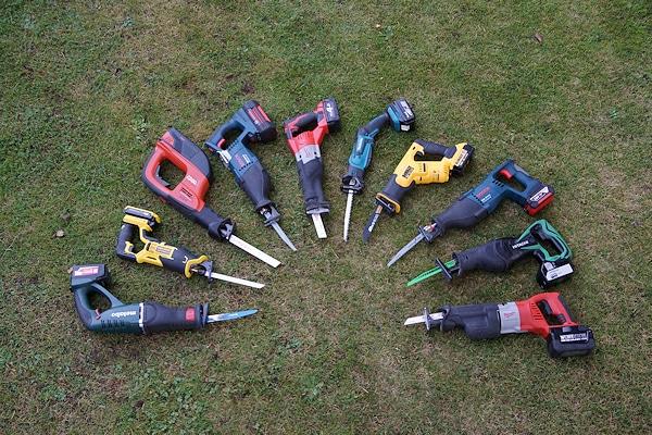 Säbelsägen im Test: Diese Geräte wurden für das Feuerwehr-Magazin getestet. Foto: Hegemann