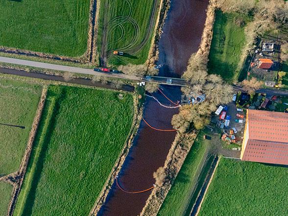 40.000 Liter Öl laufen aus. Foto: xway-image.de/Ralf Schmidt