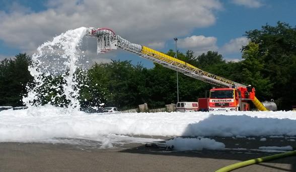 Vorteile von Leichtschaum bei Feuerwehreinsätzen. Foto: FireDos
