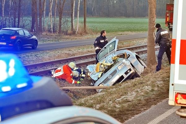 Unfall bei Neuenhaus: der Fahrer dieses VW Polo verunglückte tödlich. Foto: Konjer