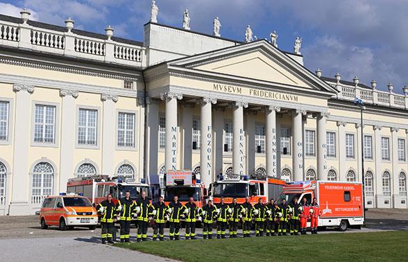 Gruppenfoto zur Reportage über die Berufsfeuerwehr Kassel. Foto: Jann