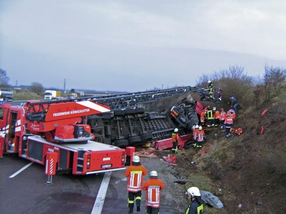 Drehleiter bei der Rettung des Fahrers. Foto: Kreisfeuerwehr Helmstedt