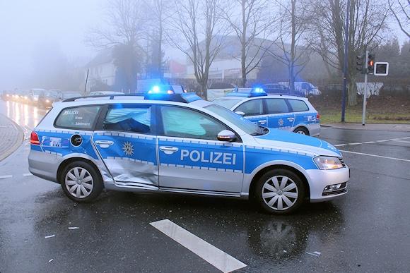 Bei dem Unfall in Heiligenhaus wurde dieser Streifenwagen seitlich gerammt. Foto: Polizei