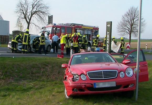 Der verunfallte Kommandowagen der Feuerwehr Jüchen. Foto: Staniek