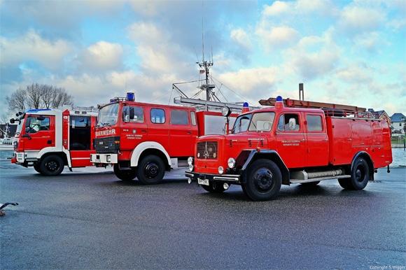 Generationenbild mit dem neuen LF 20 der Feuerwehr Niendorf. Foto: Feuerwehr Niendorf