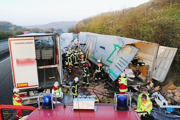 Der Verkehrsunfall zweier Lkw bei Homberg. Foto: Philipp Weitzel