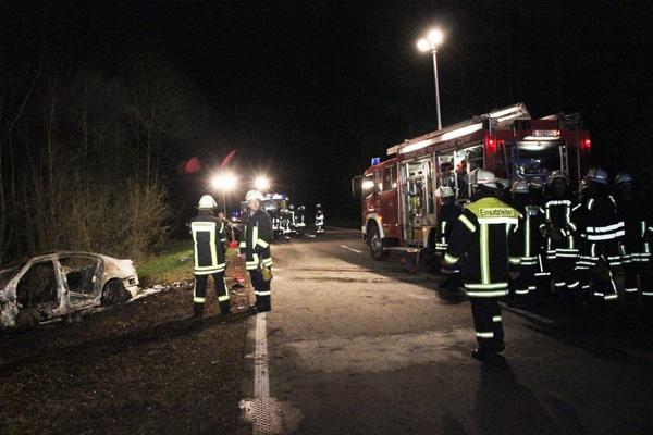 Kräfte der Feuerwehr vor den Aufräumarbeiten. Foto: Geidies