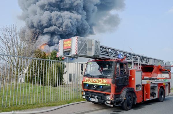Beschädigte DLK der Feuerwehr Jever nach einem Großbrand. Foto: Jeverland-Bote / Hanz
