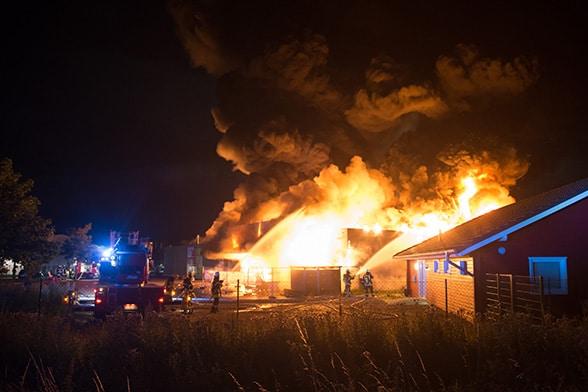 Futterhaus in Flammen. Foto: Nolte
