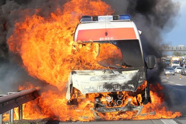 Brennender RTW auf der A 1 bei Bremen. Foto. Pressestelle Polizei Bremen
