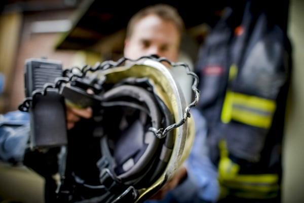 Der Feuerwehreinsatz am Samstag hat bei der Ausrüstung der Feuerwehr Spuren hinterlassen. Rheinische Post / Andreas Bretz