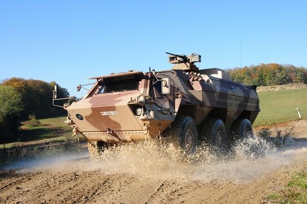 Truppenpanzer im Gelände. Foto: Bundeswehr