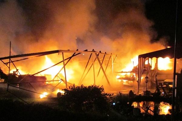 Brand nach einer Explosion auf einem Campingplatz in der Nähe von Soltau. Foto: Daniel Dwenger / Feuerwehr Soltau