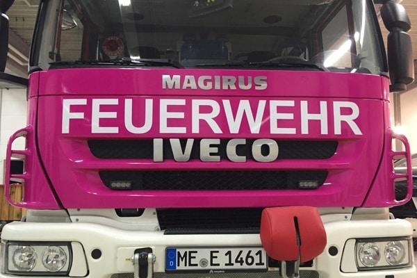 """Das pinke Löschfahrzeug der Feuerwehr Erkrath zur Aktion """"Augen auf!"""". Foto: Feuerwehr Erkrath"""