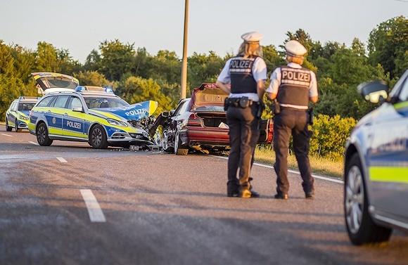 Unfall mit einem Streifenwagen der Polizei: drei Menschen erlitten Verletzungen. Foto: 7aktuell.de/Schmalz