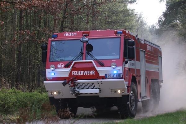 Das GTLF der Feuerwehr Perleberg bei einer Geländefahrt. Foto: Timo Jann