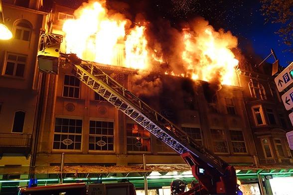 Flammeninferno in Bremer Altstadt. Foto: Feuerwehr Bremen