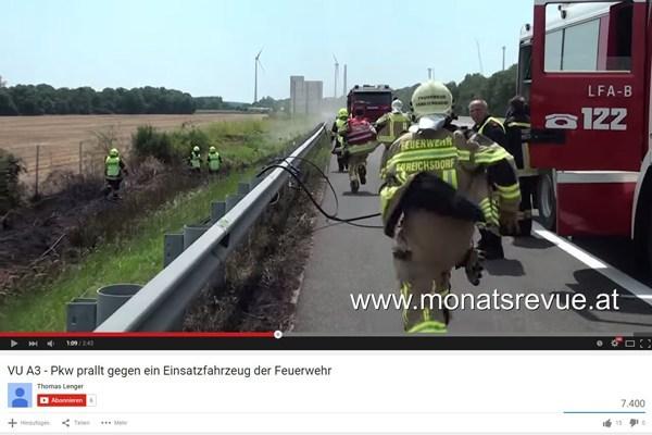 Einsatzkräfte eilen zum verunfallten Pkw. Foto: Screenshot YouTube