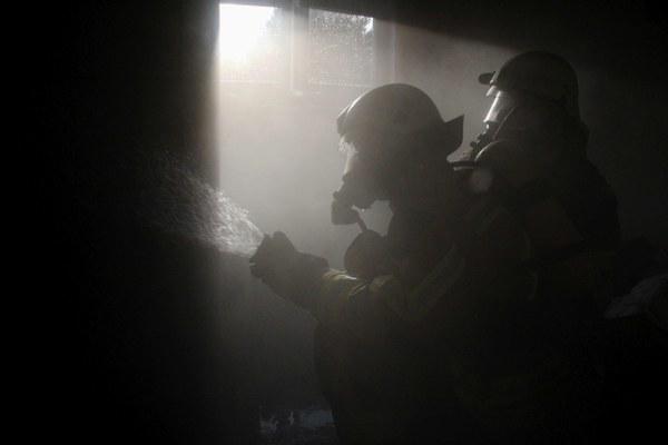 Symbolbild Feuerwehrmänner im Einsatz. Foto: Timo Jann