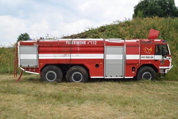 Nach einem Unfall während eines Geländefahrtrainings ist der Aufbau des GTLF schwer beschädigt. Foto: Feuerwehr Perleberg