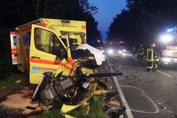 Unfall-Rettungswagen-Wittmund-06-07-2015