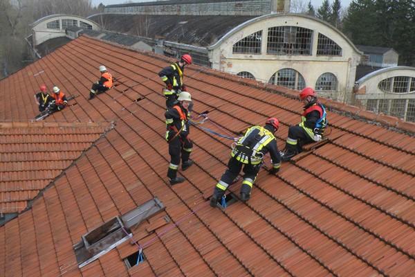 absturzsicherung_feuerwehr_hhenrettung_sicherheit - Feuerwehrubungen Beispiele