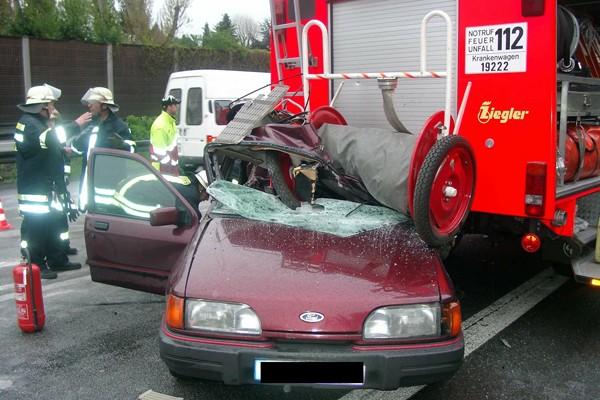 Einsatzstellenabsicherung_Absicherung von Einsatzstellen_Autobahn_Einsatz_Feuerwehr_Sicherheit_Unfall