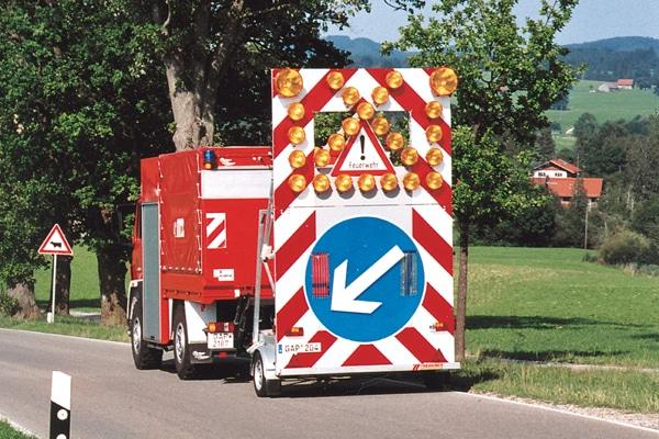 Symbolfoto: Verkehrssicherungsanhänger - hier ein Modell einer Feuerwehr. Foto: Hegemann