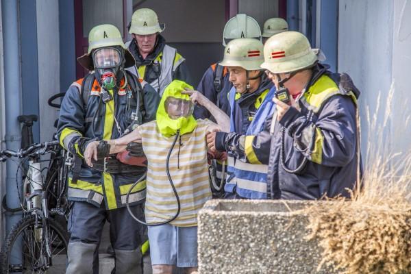Eine Bewohnerin musste von der Feuerwehr gerettet werden. Foto: 7aktuell.de/Adomat