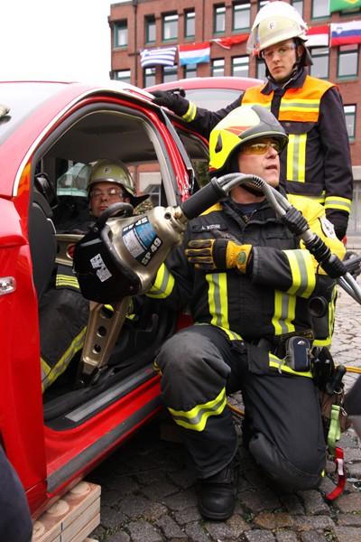 Rettungsspreizer_Feuerwehr_Ausbildung_Technik_Schere_Spreizer_Verkehrsunfall_Technische Hilfeleistung