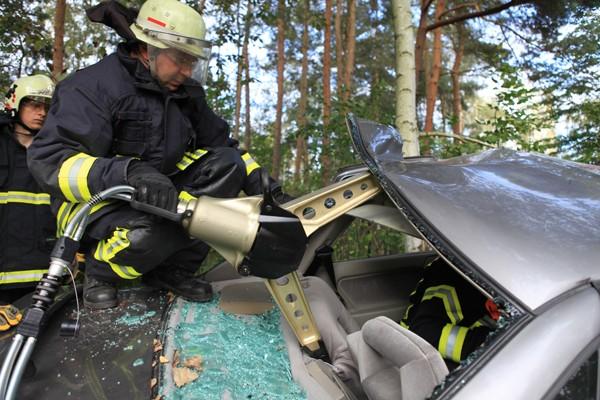Rettungsspreizer_Feuerwehr_Ausbildung_Technik_Schere_Spreizer_Verkehrsunfall_Technische Hilfeleistung_II