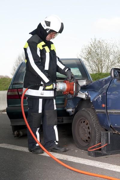 Rettungsspreizer_Feuerwehr_Ausbildung_Technik_Schere_Spreizer_Verkehrsunfall_Technische Hilfeleistung_III