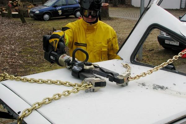 Rettungsspreizer_Feuerwehr_Ausbildung_Technik_Schere_Spreizer_Verkehrsunfall_Technische Hilfeleistung_IV