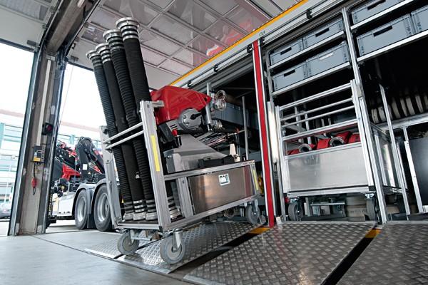 Rollwagen_Feuerwehr_Einsatz_Gerät_Transport_Rüstwagen_III