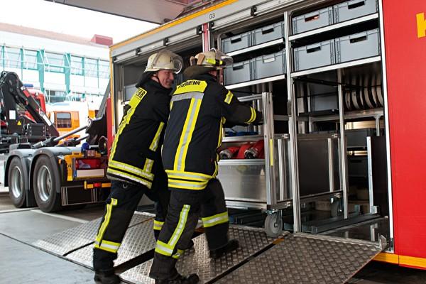 Rollwagen_Feuerwehr_Einsatz_Gerät_Transport_Rüstwagen_IV