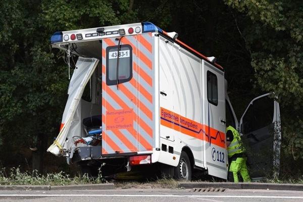 Unfall auf der Autobahn A 3. Lkw fährt in Unfallstelle. Einsatzkräfte schwer verletzt. Foto: Wiesbaden112.de / Jürgen Mahnke
