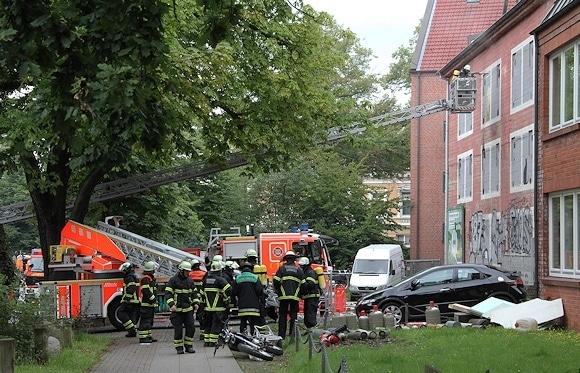 Hamburg: Wieder Brand im Bunker. Foto: Timo Jann