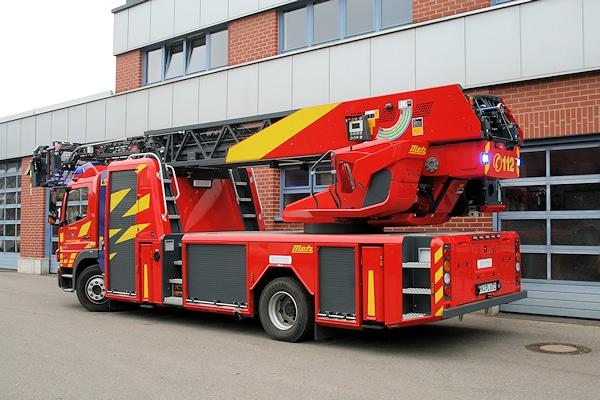 Die DLAK ist mit einem Bedienstand vom Typ Komfort ausgestattet. Am Heck ist eine Verkehrswarnanlage integriert. Foto: Feuerwehr
