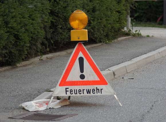 Achtung, Feuerwehr! Nicht jeden Spruch möchten Feuerwehrleute an der Einsatzstelle hören... Symbolfoto: Hegemann