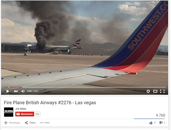 Brand in einem Flugzeug in Las Vegas - das Triebwerk einer Boeing 777 steht in Flammen. Screenshot: Youtube