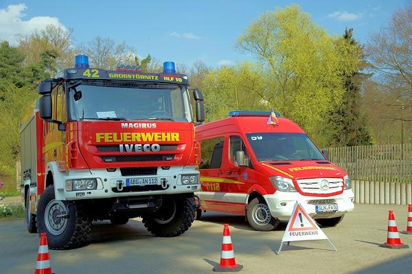 Ein HLF 10 auf Iveco 150 E 30 W für die Ortsteilfeuerwehr Großstöbnitz sowie einen GW-Haus auf Mercedes Sprinter von Binz stellte die FF Schmölln in Dienst. Foto: Feuerwehr Schmölln