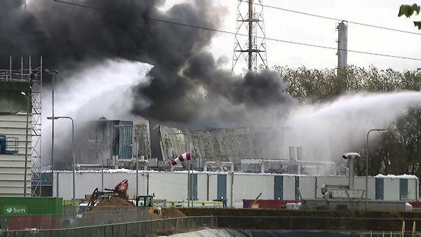 101115_Grossbrand-Chemiefabrik-Niederlande