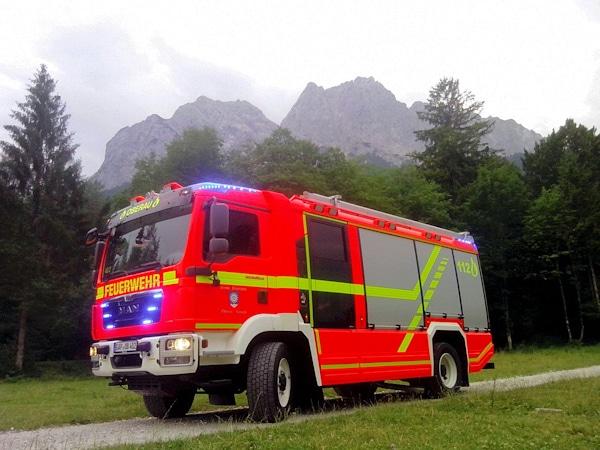 Dieses neue Löschgruppenfahrzeug 20 lieferte Rosenbauer an die FF Oberau. Baisis ist ein MAN TGM 13.290 4x4. Foto: Feuerwehr