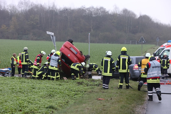 Technische Hilfeleistung_Feuerwehr_Unfall_Pkw
